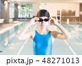 スポーツジム 若い女性 48271013