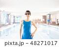 スポーツジム 若い女性 48271017