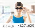 スポーツジム 若い女性 48271025