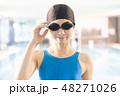 スポーツジム 若い女性 48271026