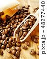 袋から出したコーヒー豆 48277440