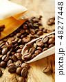 袋から出したコーヒー豆 48277448