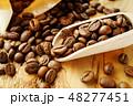 袋から出したコーヒー豆 48277451