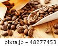 袋から出したコーヒー豆 48277453