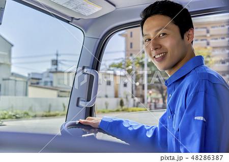 ビジネスシーン 配送 ドライバー 48286387