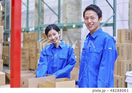 ビジネスシーン 物流倉庫 検品 48288061