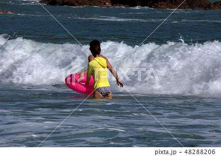 海水浴・夏だ~ 48288206