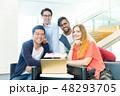 グローバルビジネス チームワーク 多国籍  外資系 ベンチャー IT 48293705