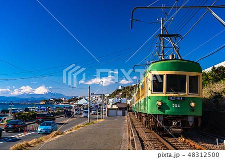 《神奈川県》江ノ電と富士山・湘南 48312500