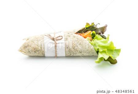 wrap salad roll with chicken and spinach 48348561