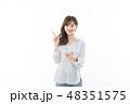 アジア人 ビジネスウーマン スマートフォンの写真 48351575