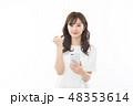 スマートフォン 女性 アジア人の写真 48353614