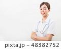 笑顔の若い看護師 48382752