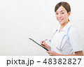 笑顔の若い看護師 48382827