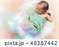 おくるみ ベビー 乳幼児の写真 48387442