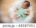 おくるみ ベビー 乳児の写真 48387451