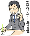 電話対応するビジネスマン 48412426