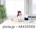 ビジネスウーマン パソコン ノートパソコンの写真 48430569