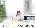ビジネスウーマン 会社員 ノートパソコンの写真 48430570