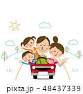 ポップな家族 オープンカーでドライブ 晴れの日 48437339