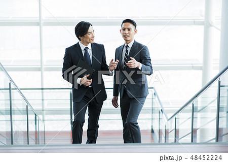 ビジネス オフィス ビジネスマン ミドル キャリア チーム 48452224