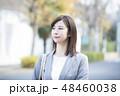 女性 歩く ビジネスウーマンの写真 48460038