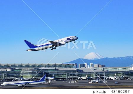 【離陸】 富士山と飛行機 48460297