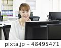 オフィス ビジネスウーマン パソコンの写真 48495471