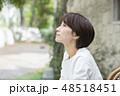 女性 屋外 ポートレート  48518451
