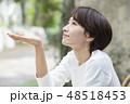 女性 屋外 ポートレート  48518453