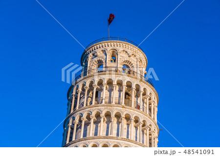 イタリア トスカーナ州 ピサ ドゥオーモ広場 ピサの斜塔 トッレ・ベンデンテ  48541091