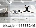 ビジネス ジャンプ 女の写真 48553246
