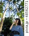 石垣島の米原のヤエヤマヤシの下の女性 48562771