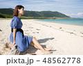 石垣島の明石ビーチで座る女性 48562778