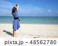 石垣島の明石ビーチの砂浜に立つ女性 48562780