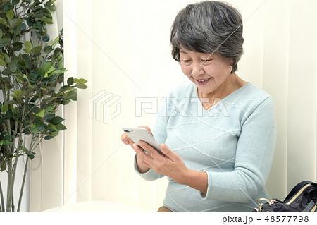 医療 病院 待合室 女性 48577798