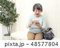 医療 病院 待合室 女性 48577804