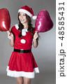 サンタのコスチュームを着た女性 48585431