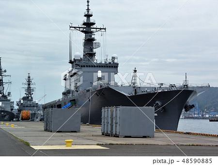 海上自衛隊のおおすみ型輸送艦 48590885