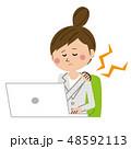 女性 肩こり ビジネスのイラスト 48592113