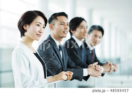 ビジネス オフィス ビジネスマン チーム ミドル 48593457