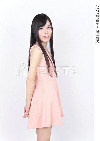 若い女性 ポートレート 48603237