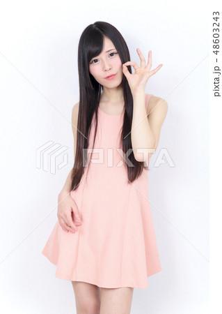 若い女性 ポートレート 48603243