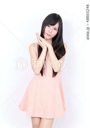 若い女性 ポートレート 48603246