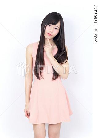 若い女性 ポートレート 48603247