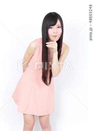 若い女性 ポートレート 48603248