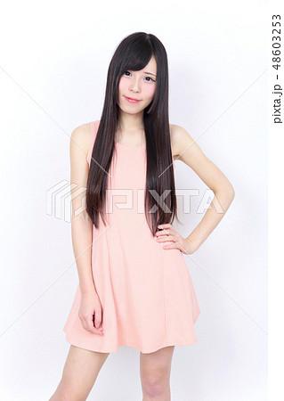 若い女性 ポートレート 48603253