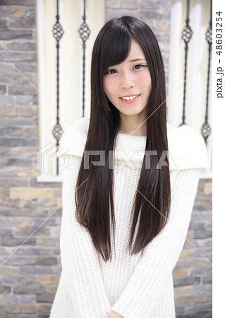 若い女性 ポートレート 48603254
