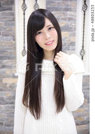 若い女性 ポートレート 48603255