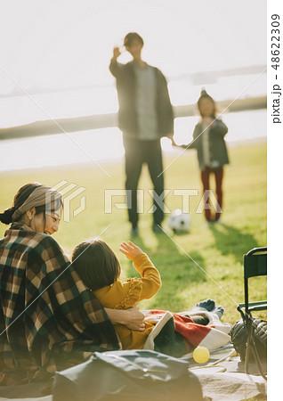 親子 公園 遊ぶ 48622309